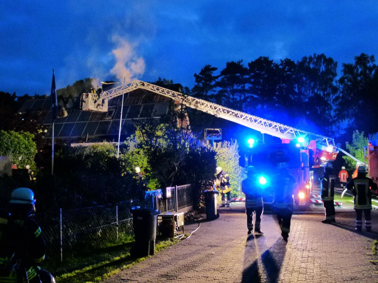 F3Y - Feuer in/an Gebäude, Menschenleben in Gefahr
